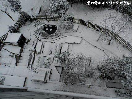 2015-01・03 雪に覆われた我が家の菜園.JPG