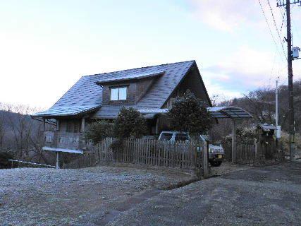 2017-01・01 霜化粧の我が家.JPG